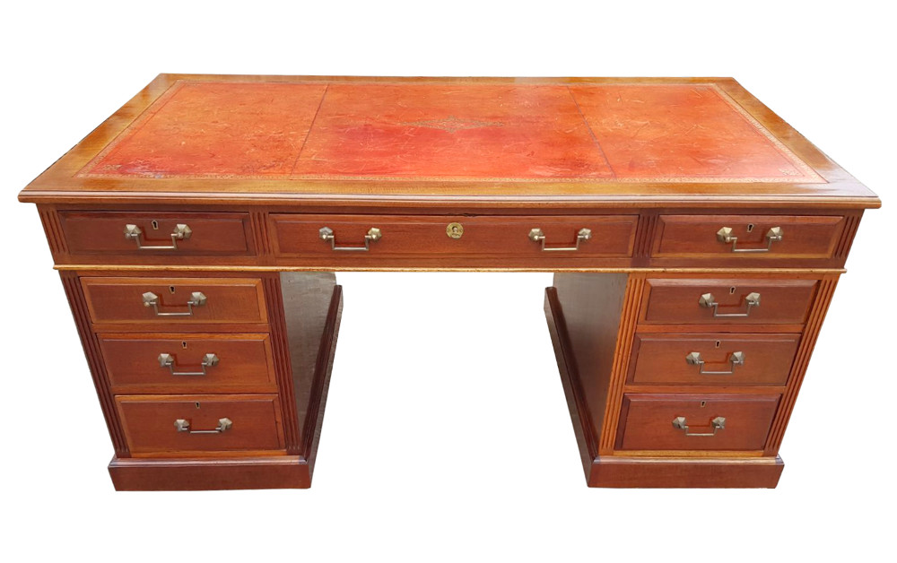 Good Quality Late 19th Century Mahogany Nine Drawer Desk With Tooled Leather Top